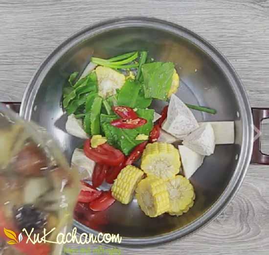 Nấu nước dùng lẩu gà - cách làm lẩu gà ngon