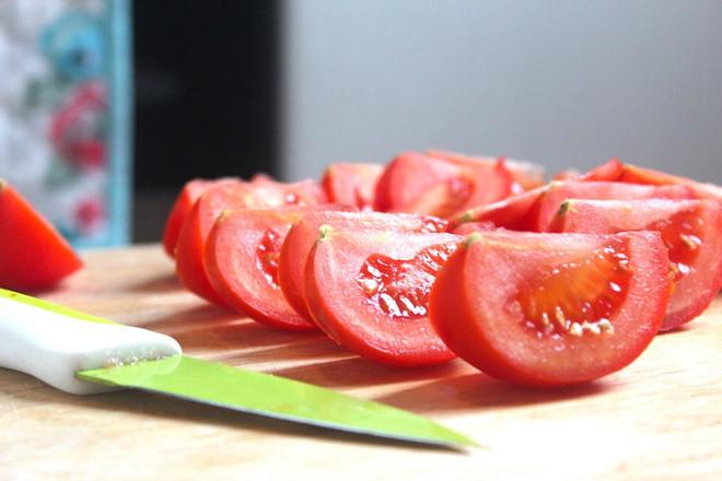 Cà chua thái múi cau - cách nấu lẩu cá diêu hồng chua cay