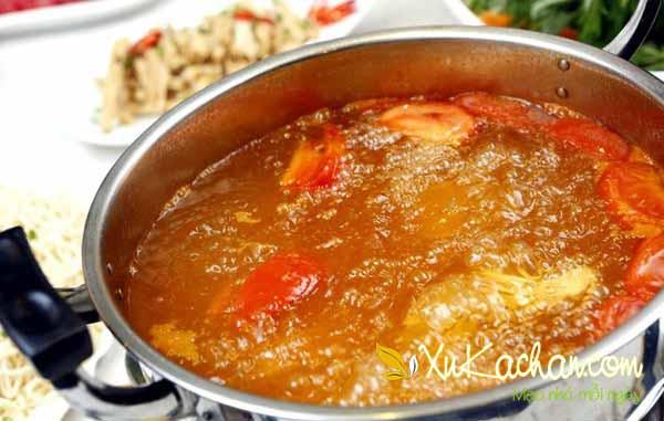 Nấu nước dùng lẩu bò thập cẩm - cách nấu lẩu bò ngon nhất