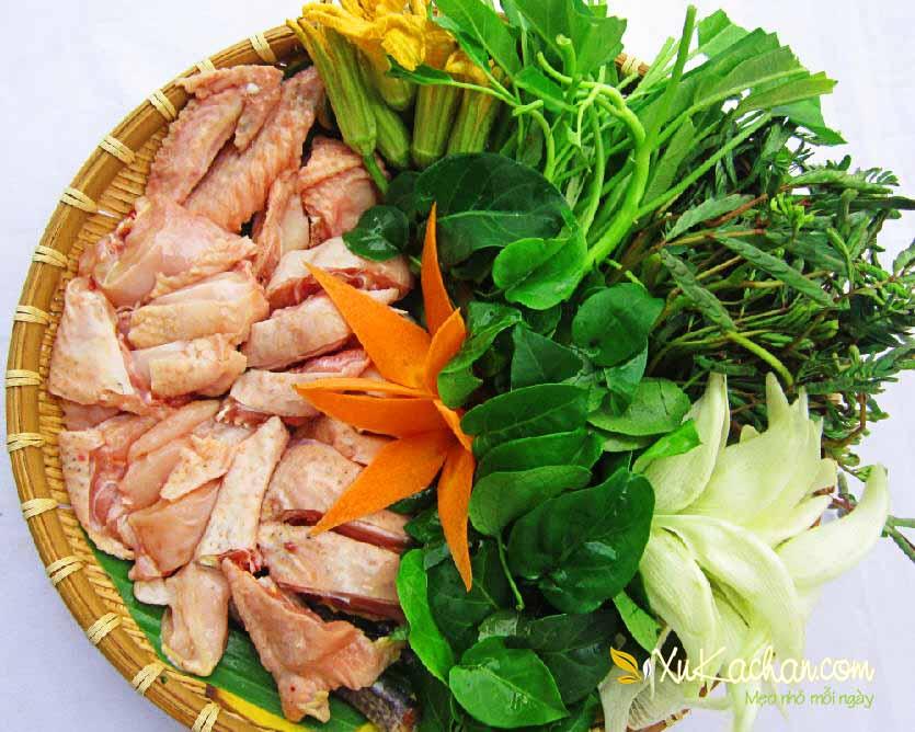 Sơ chế nguyên liệu nấu lẩu gà lá giang - cách làm lẩu gà lá giang