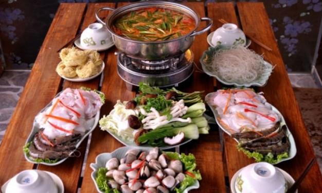 Trình bày và thưởng thức lẩu hải sản - cách làm lẩu hải sản ngon