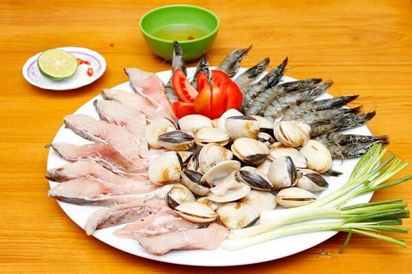 Cá, tôm, ngao,... sau khi đã được sơ chế - cách nấu lẩu hải sản thập cẩm