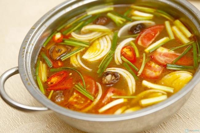 Nấu nước dùng lẩu hải sản - cách nấu lẩu hải sản chua ngọt