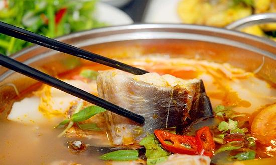 Nấu lẩu cá lăng măng chua - cách nấu lẩu cá lăng măng chua