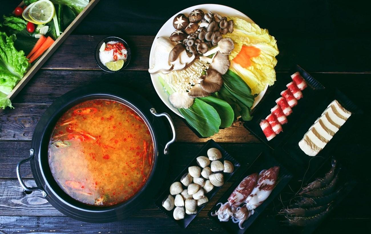 Trình bày và thưởng thức lẩu kim chi - cách nấu lẩu kim chi hải sản hàn quốc