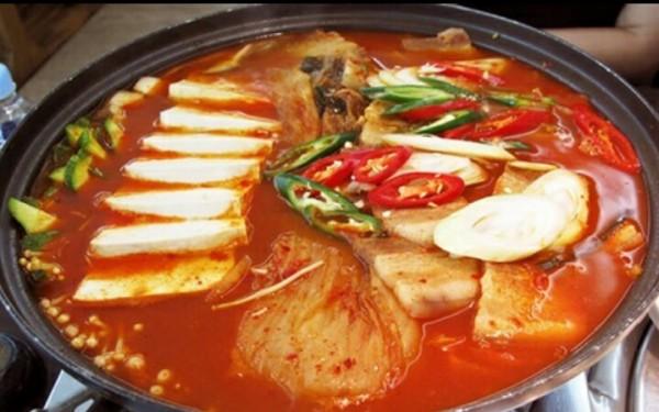 Nấu lẩu kim chi Hàn Quốc - cách nấu lẩu kim chi hải sản hàn quốc