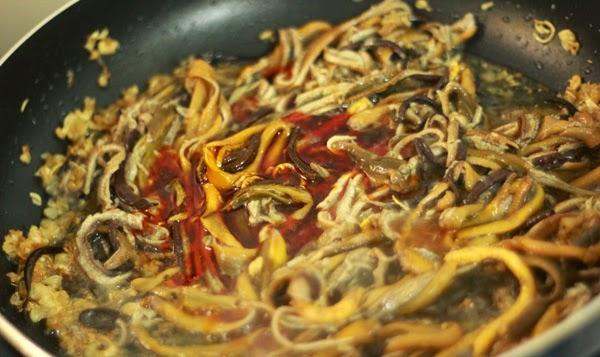 Xào phần thịt lươn - cách nấu cháo lươn cho bà bầu