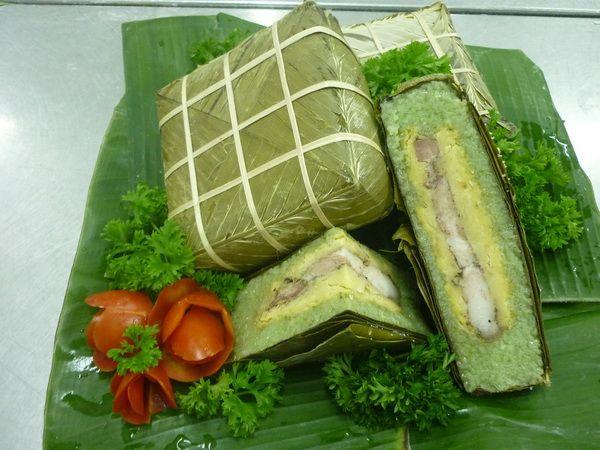 Bánh chưng xanh cho ngày Tết cổ truyền - cách gói bánh chưng vuông