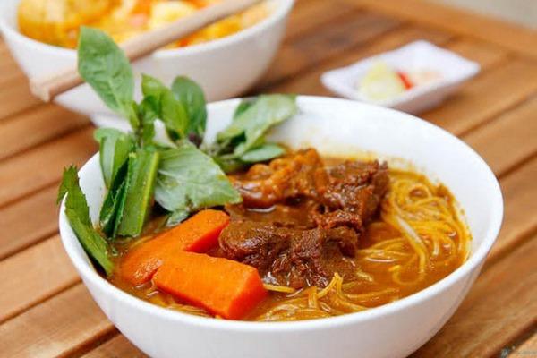 Bò kho được ăn kèm với hủ tiếu cũng rất hợp và ngon - cách nấu bò kho ngon tại nhà