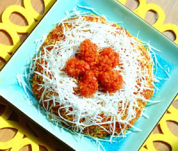 Xôi gấc ngọt ăn cùng với dừa nạo - cách nấu xôi gấc ngọt