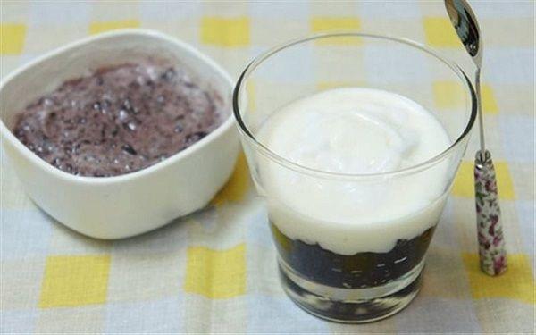 Thành phẩm món sữa chua nếp cẩm có được - hướng dẫn làm sữa chua nếp cẩm