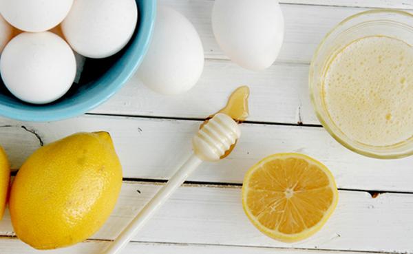 Chuyên bị nguyên liệu trị mụn ẩn bằng lòng trắng trứng - cách trị mụn ẩn nhanh nhất