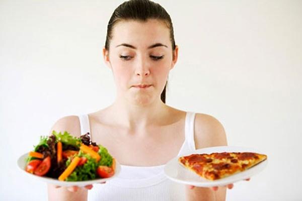 Chế độ ăn uống không lành mạnh làm cho mụn bọc nổi - cách trị mụn bọc hiệu quả