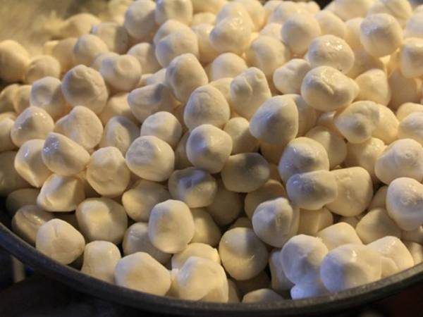 Các viên trân châu dừa sau khi nặn vừa và đẹp mắt - cách làm sữa chua mít tại nhà