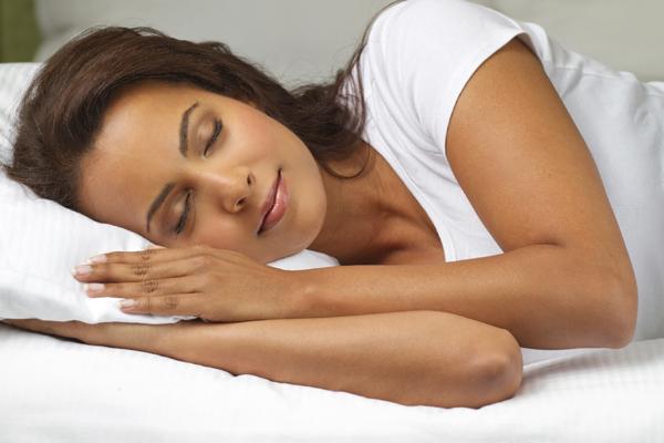 Nên đi ngủ sớm, dậy sớm, ngủ đủ 7 - 8 tiếng mỗi ngày - cách trị mụn bọc sưng đỏ