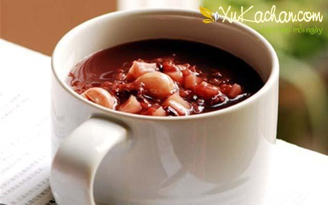 Thành phẩm món chè hạt sen đậu đen có được - cách nấu chè hạt sen đậu đen
