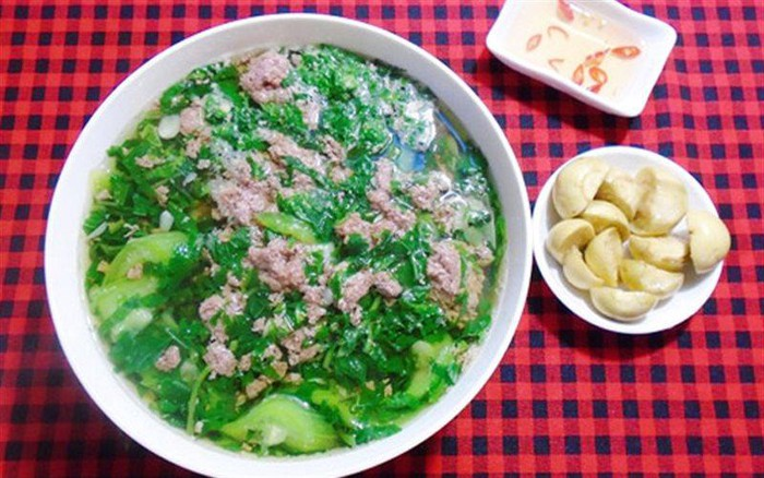 Canh cua rau đay, mồng tơi ăn kèm với cà muối - cách nấu canh cua rau đay