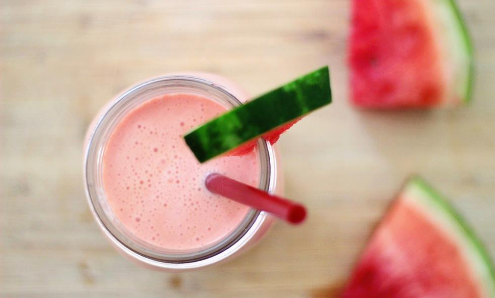 Cách làm sinh tố dưa hấu với chuối và sữa chua