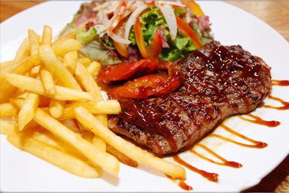 Thành phẩm món bò bít tết thơm ngon hấp dẫn