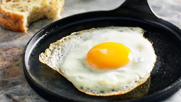 Ốp trứng ăn bò bít tết - cách làm bò bít tết
