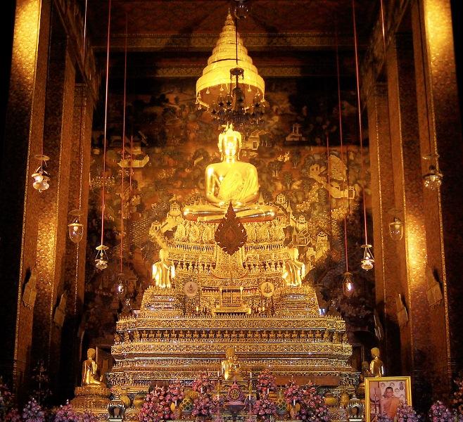 Nhà thờ trong chính điện tại Chùa Wat Pho