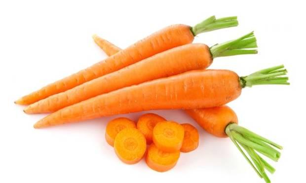 Chuẩn bị cà rốt để làm sinh tố