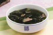 Cách nấu canh rong biển thịt bò đúng kiểu Hàn Quốc