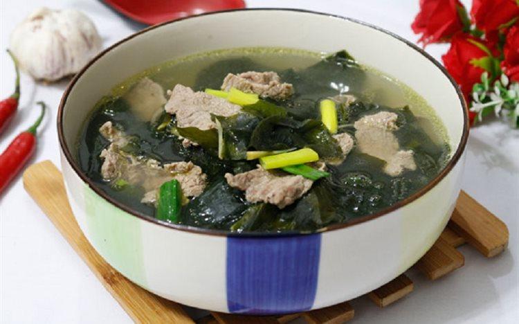 Thành phẩm món canh rong biển thịt bò thơm ngon chuẩn vị Hàn Quốc