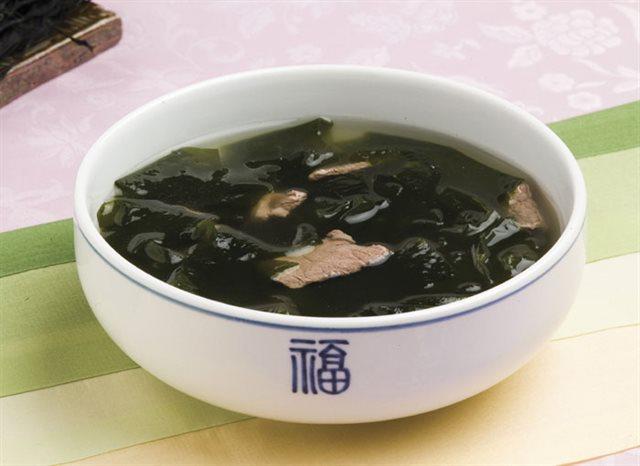 Canh rong biển thịt bò thơm ngon chuẩn vị Hàn Quốc