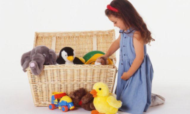 Dạy trẻ tự thu dọn đồ chơi