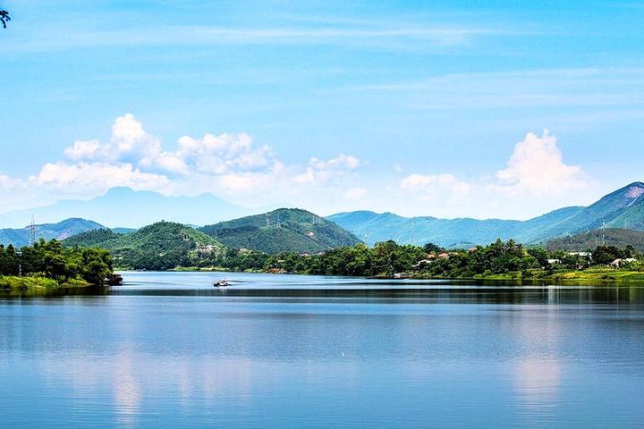 Sông Hương Núi Ngự ở cố đô Huế