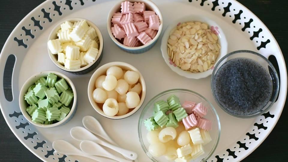 Bạn có thể tạo màu hoặc mùi vị cho món chè khúc bạch được đa dạng hơn