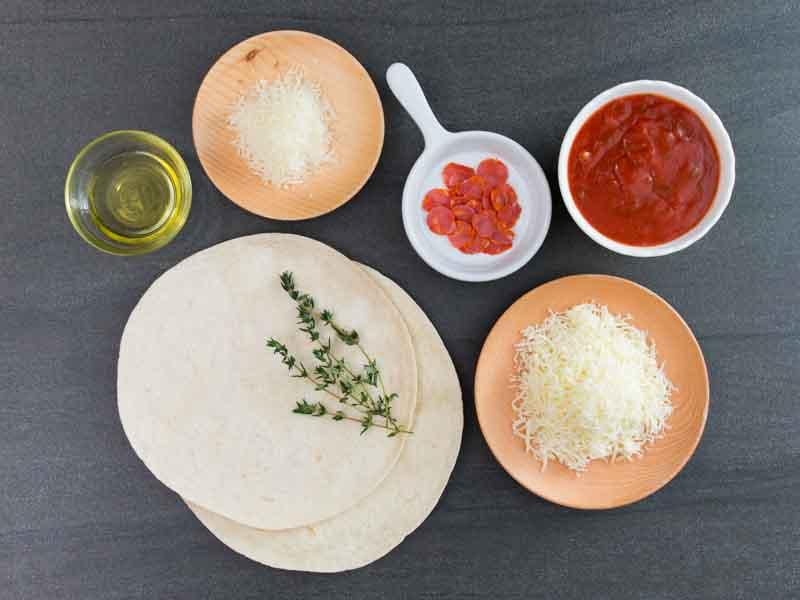 Một số nguyên liệu làm Pizza cần chuẩn bị