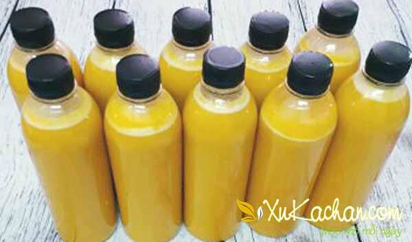 Rót sữa bí đỏ vào chai to (hoặc nhỏ) rồi đậy nắp kín, cho vào tủ lạnh bảo quản dùng trong khoảng 3 - 4 ngày