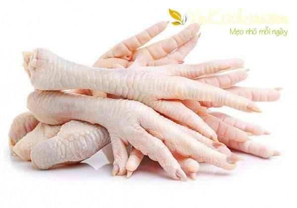 Chân gà chuẩn bị để làm chân gà rút xương