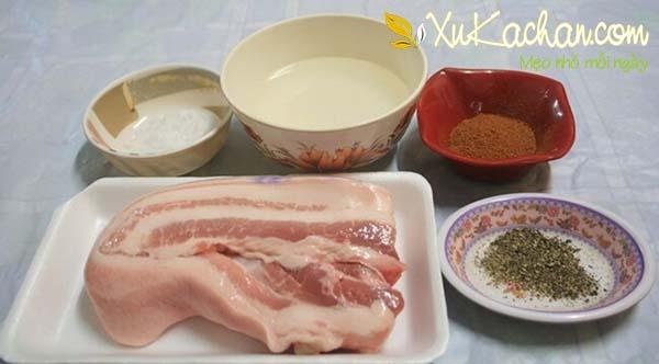 Một số nguyên liệu làm thịt heo quay giòn bì cần chuẩn bị