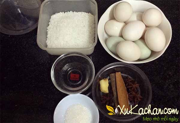 Một số nguyên liệu và gia vị làm trứng muối cần chuẩn bị