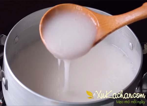Làm nước cốt dừa