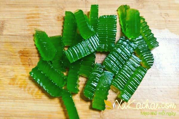 Thạch lá dứa là thành phần quan trọng không thể thiếu trong món chè thái sầu