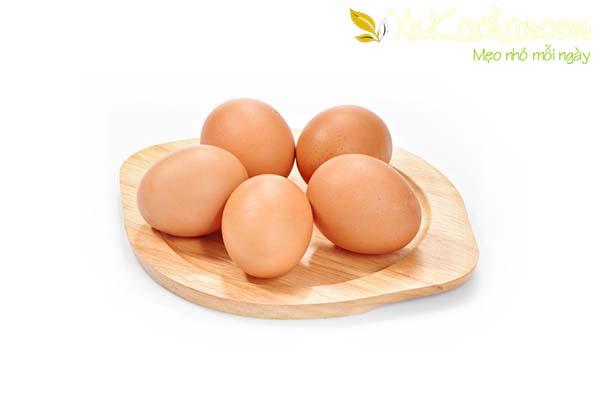 Chuẩn bị trứng gà - luộc trứng gà bao lâu thì chín