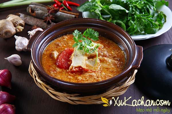 Nấu canh trứng với cà chua và đậu phụ