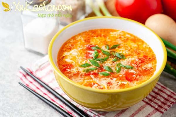 Thành phẩm món canh trứng nấu cà chua với đậu phụ thơm ngon hấp dẫn