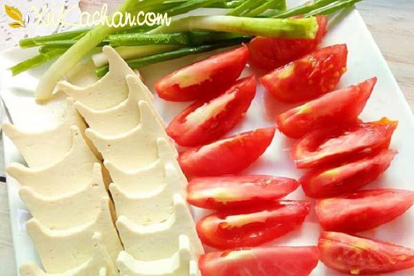 Sơ chế đậu hũ và cà chua
