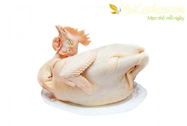 Làm gà bó xôi bạn nên chọn gà ta và không nên chọn gà quá to