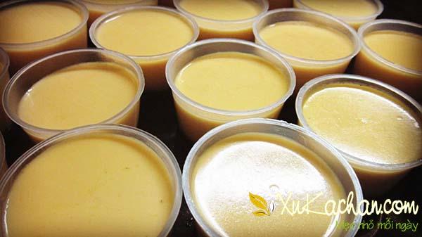 Bánh flan sữa tươi caramen sau khi hấp xong