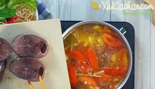 Nấu nước dùng bún cá ngừ - cach nau bun ca ngu