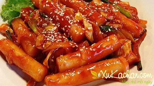 Hoàn thành món bánh gạo cay Hàn Quốc ngon chuẩn vị