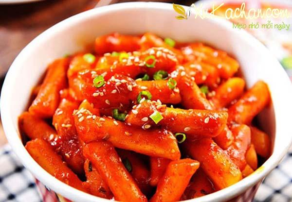 Thành phẩm món bánh gạo cay Hàn Quốc ngon đúng chuẩn vô cùng hấp dẫn