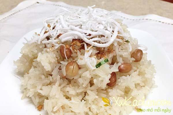Cách nấu xôi đậu phộng nước cốt dừa bằng nồi cơm điện