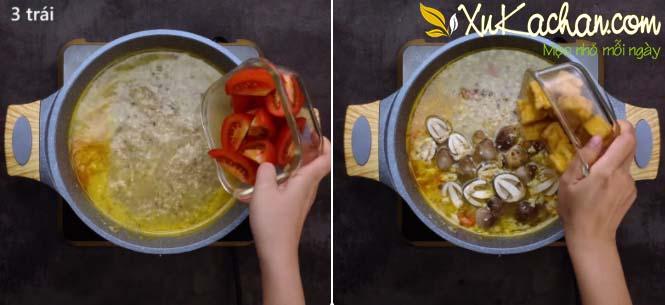 Cho cà chua + nấm + đậu hũ chiên vào nồi nước dùng - cách nấu bún riêu chay